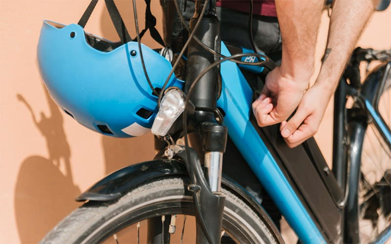 Which Battery Is Best for Bike Dry or Liquid?